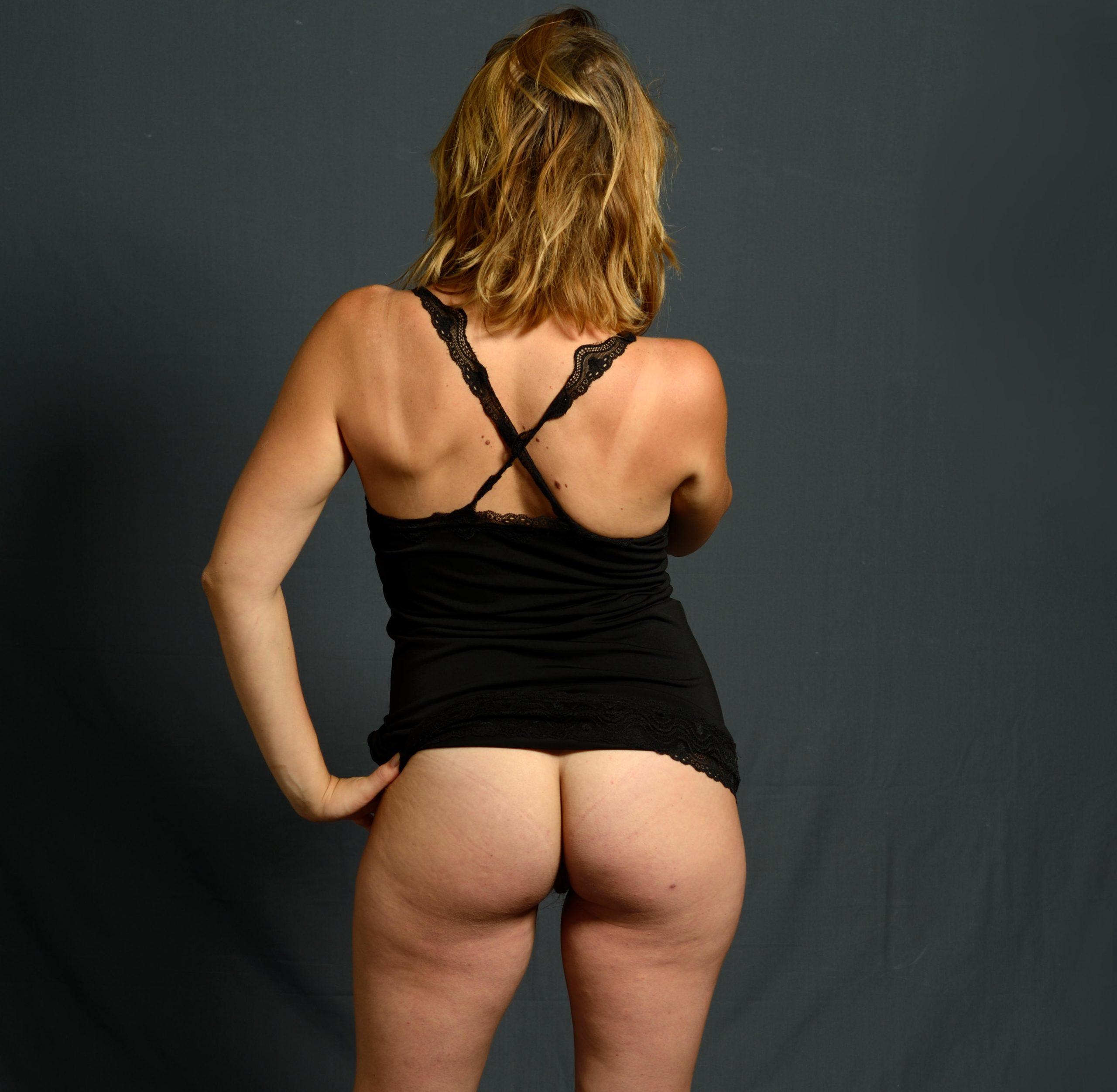 donna a culo nudo