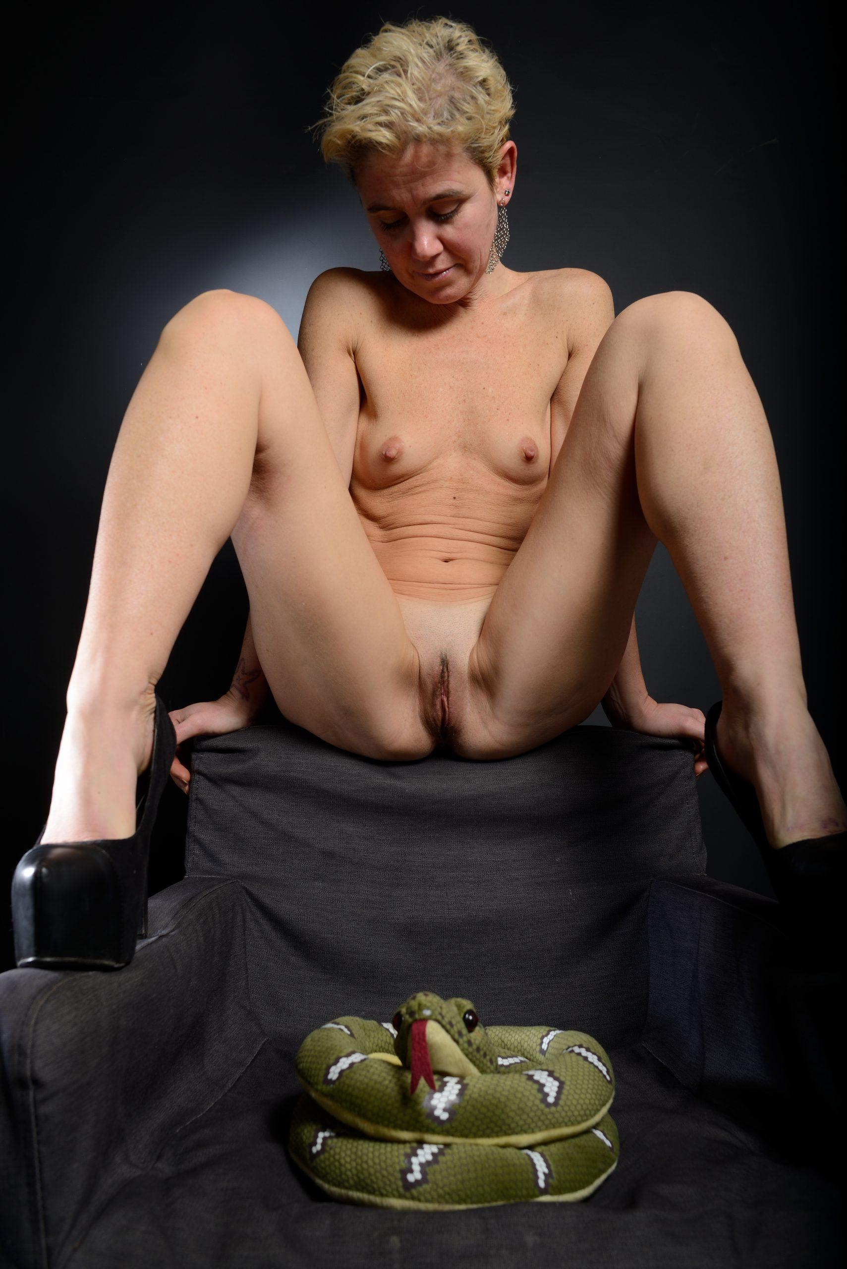 milf open legs