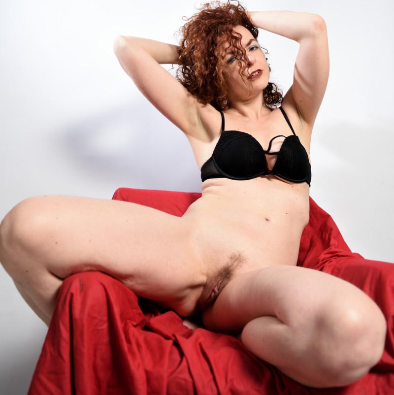 Amanita Artemisia open legs