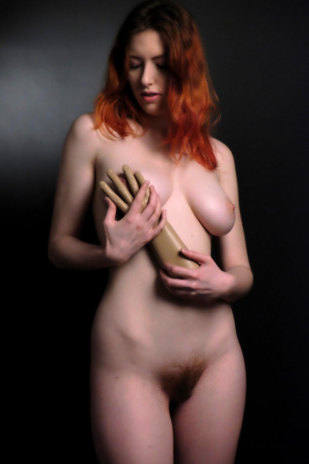 aravis nude.